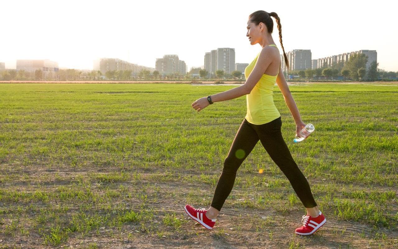 健步走(散步)时不应喝的6种液体